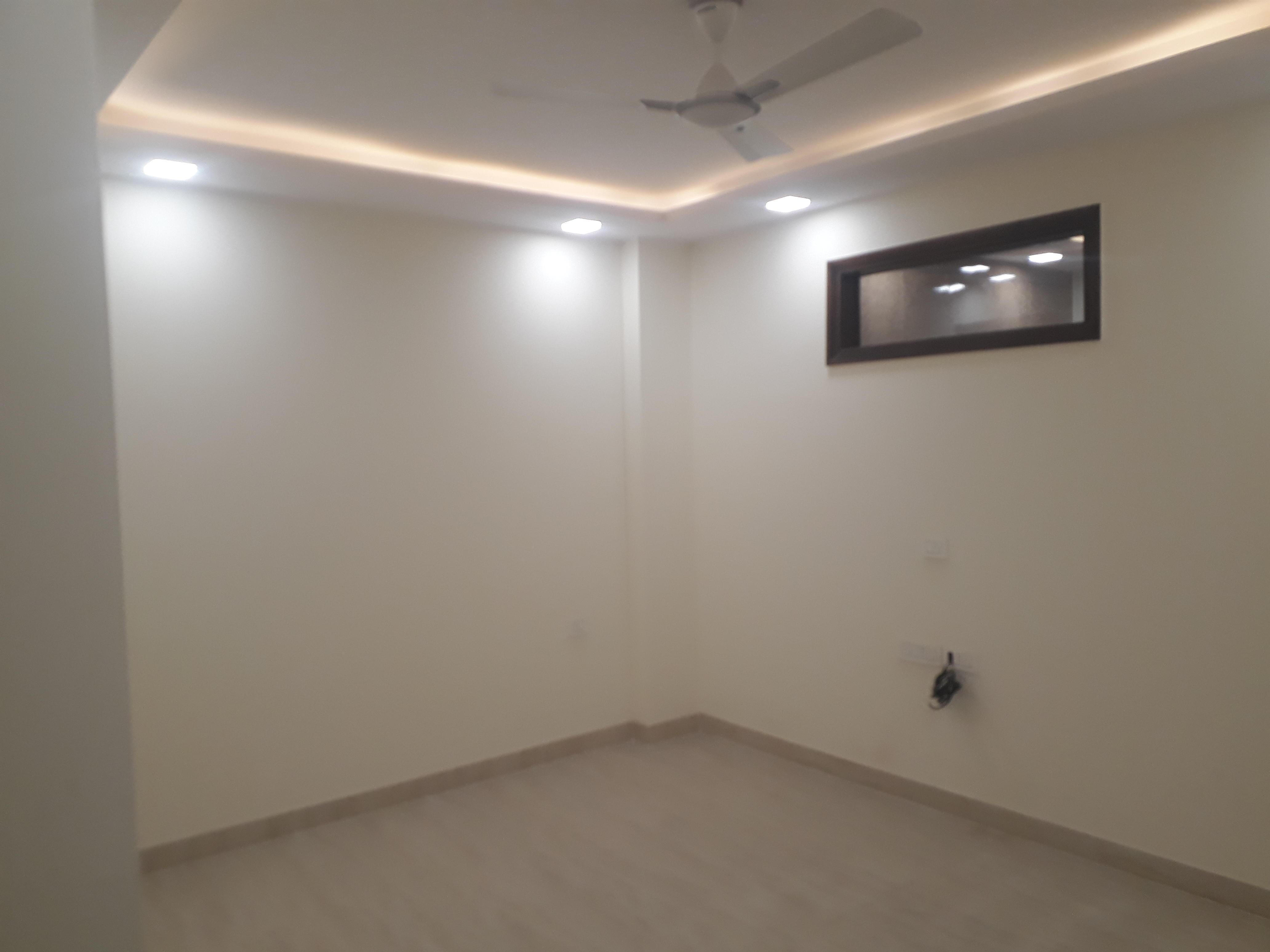 Commercial Space Rent Hudson Lane GTB Nagar Delhi